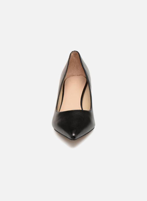 Zapatos de tacón Guess DESSIE2 Negro vista del modelo