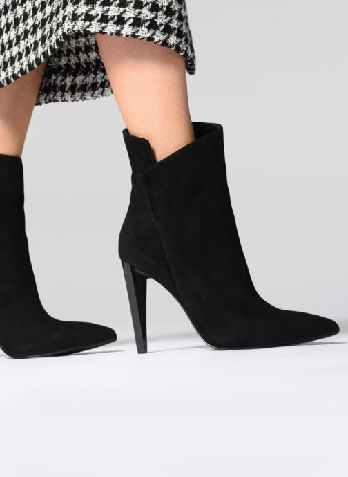 Bottines et boots Guess OPALL Noir vue bas / vue portée sac