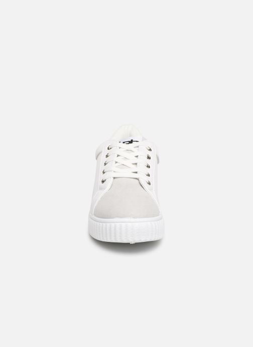 Baskets Les P'tites Bombes ADELINE Blanc vue portées chaussures