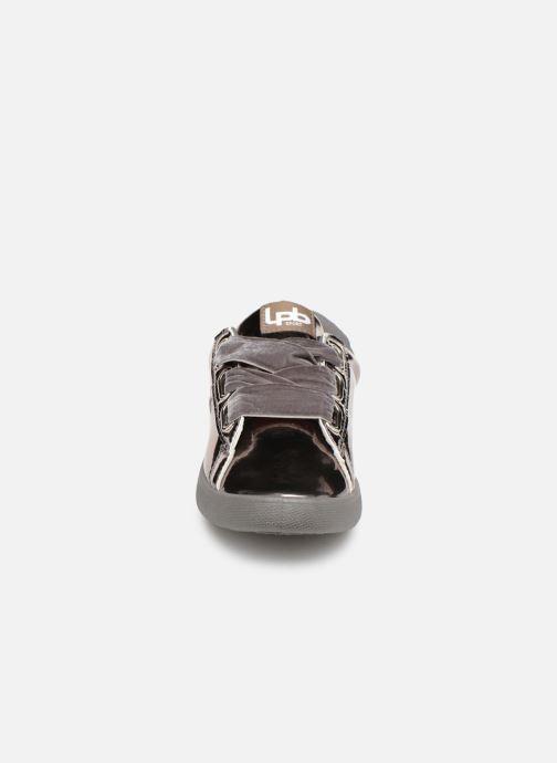 Baskets Les P'tites Bombes ANEMONE Argent vue portées chaussures