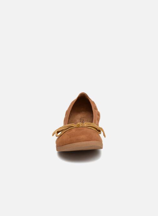 Ballerines Les P'tites Bombes EMMA Marron vue portées chaussures