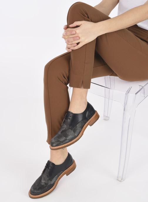 Schnürschuhe Neosens CONCORD grau ansicht von unten / tasche getragen
