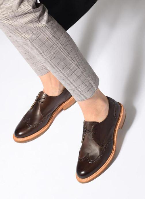 Chaussures à lacets Neosens CONCORD 2 Marron vue bas / vue portée sac