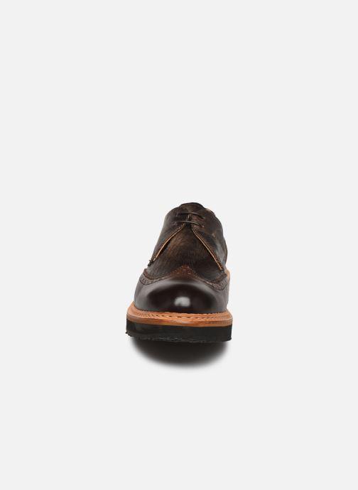 Zapatos con cordones Neosens SUMOLL Marrón vista del modelo