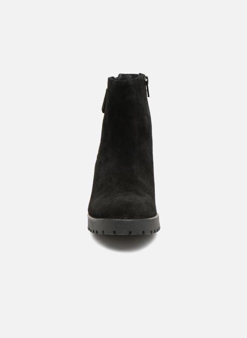 Bottines et boots Pieces PSDEVRA SUEDE BOOT Noir vue portées chaussures
