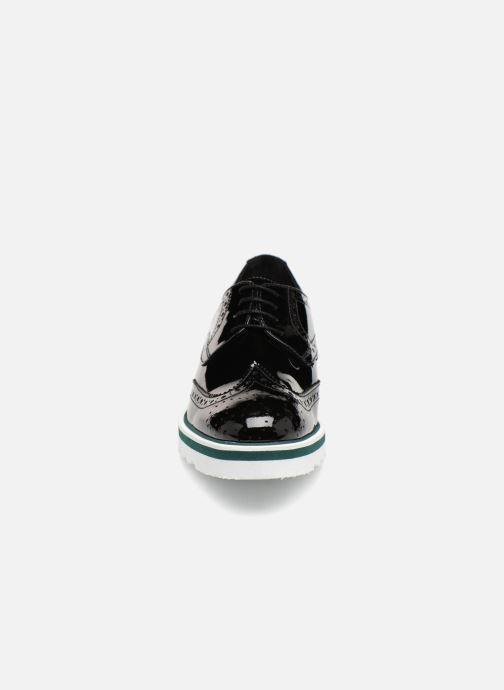 Zapatos con cordones COSMOPARIS VALLEA Negro vista del modelo