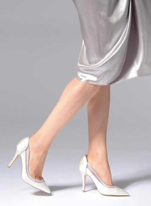 High heels Menbur 7255 White view from underneath / model view