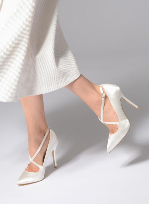 High heels Menbur 6648 White view from underneath / model view