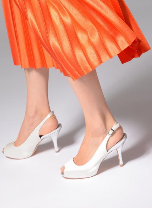 High heels Menbur 6265 White view from underneath / model view