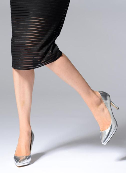 High heels Menbur 7214 Silver view from underneath / model view