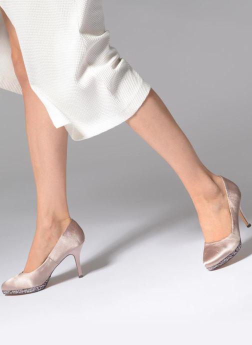 High heels Menbur 6738 Beige view from underneath / model view