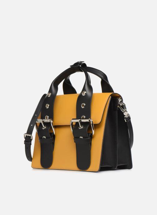 Sacs à main Vivienne Westwood Alex Medium Handbag Jaune vue portées chaussures