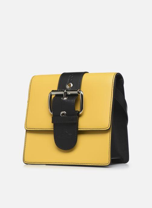 Sacs à main Vivienne Westwood Alex Small Handbag Jaune vue portées chaussures