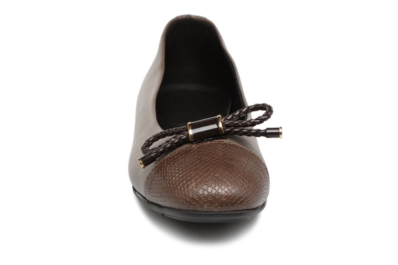Ballerina Geox D ANNYTAH B D847NB Brun bild av skorna på