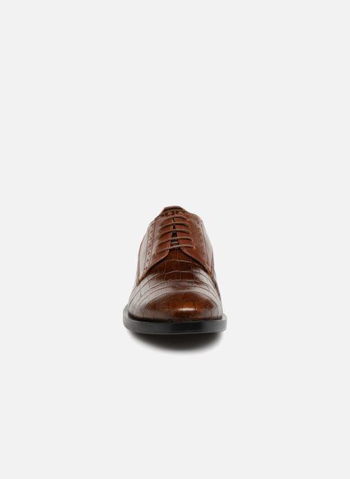 Zapatos con cordones Geox D DONNA BROGUE B D842UB Marrón vista del modelo