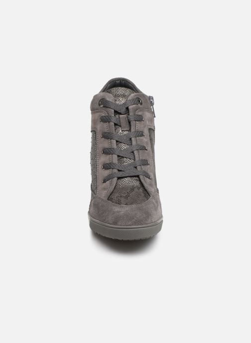 Trainers Geox D CARUM C D84ASC Grey model view