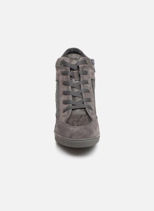 Sneaker Geox D CARUM C D84ASC grau schuhe getragen