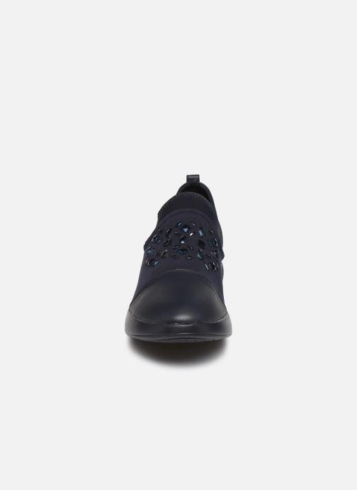 Sneakers Geox D THERAGON A D8448SA Azzurro modello indossato