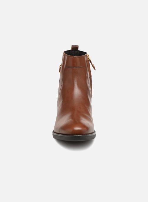 Bottines et boots Geox D FELICITY A D84G1A Marron vue portées chaussures