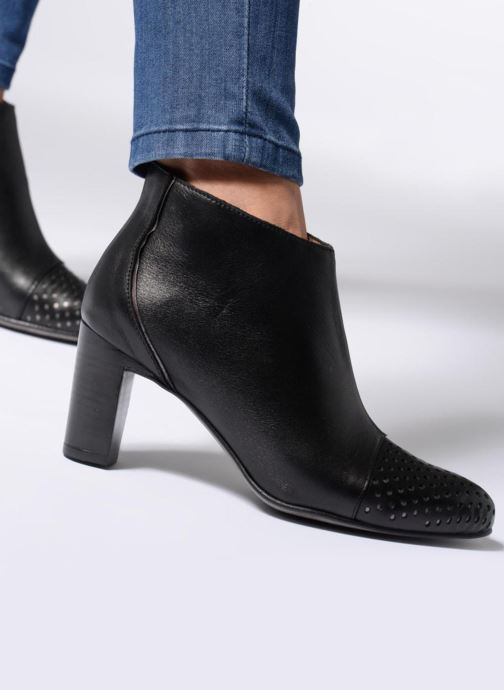 Ankle boots Karston Illi Black view from underneath / model view
