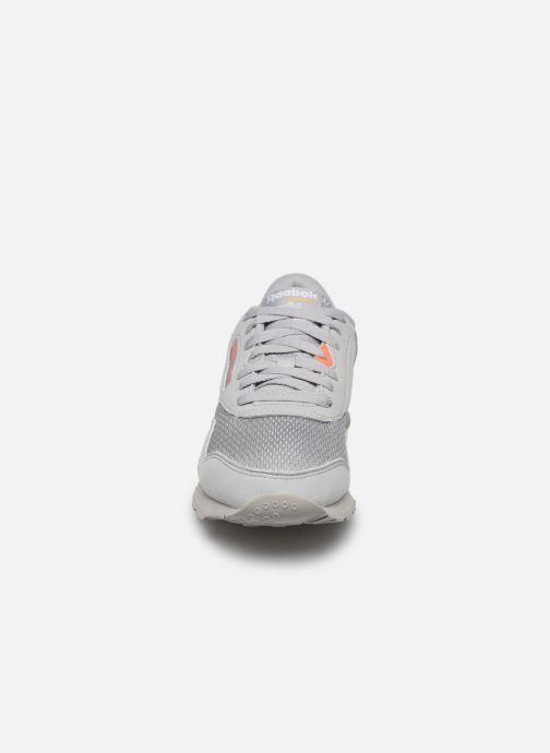 Baskets Reebok CL NYLON M TXT Gris vue portées chaussures