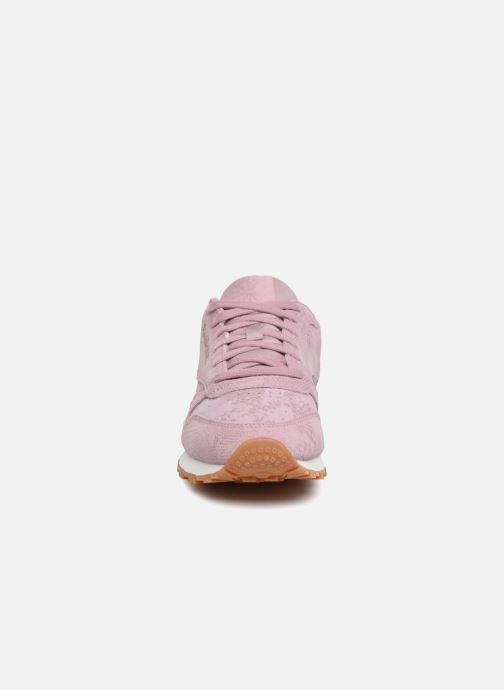 Sneakers Reebok CL LTHR Viola modello indossato