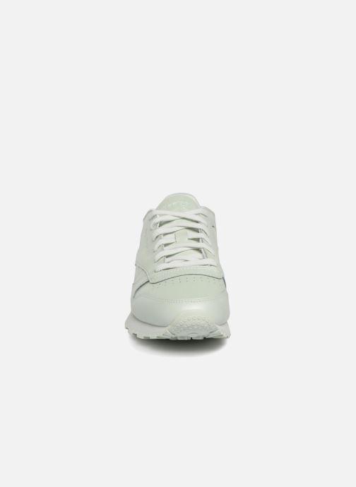 Sneakers Reebok CL LTHR Bianco modello indossato