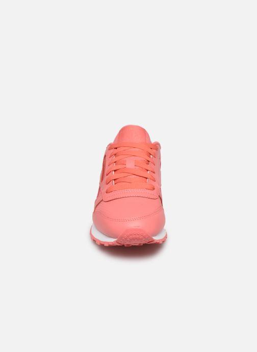 Baskets Reebok CL LTHR Rose vue portées chaussures