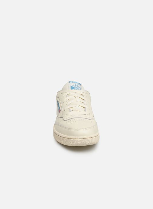 Baskets Reebok CLUB C 85 MU Blanc vue portées chaussures