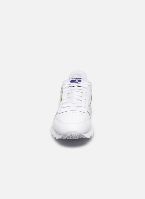 Sneakers Reebok CL LEATHER MU Bianco modello indossato