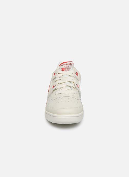 Sneakers Reebok WORKOUT LO PLUS Wit model