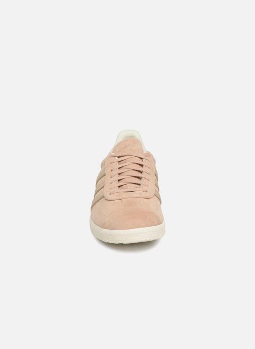Baskets adidas originals Gazelle S&T Beige vue portées chaussures