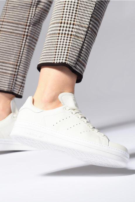 Baskets adidas originals Stan Smith New Bold W Blanc vue bas / vue portée sac
