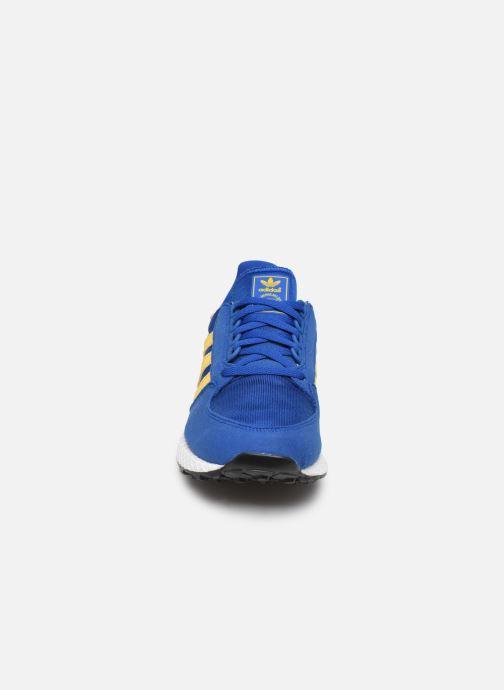 Baskets adidas originals FOREST GROVE J Bleu vue portées chaussures