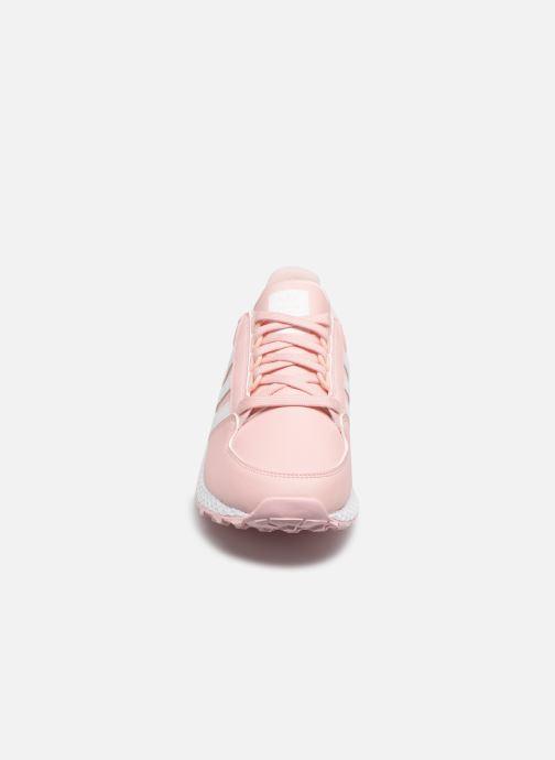 Sneakers adidas originals FOREST GROVE J Rosa modello indossato