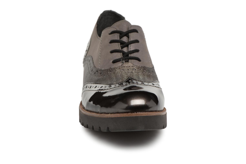 Scarpe con lacci Remonte Maceo D0117 Grigio modello indossato