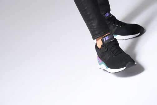 Sneaker New Balance WSX90 rosa ansicht von unten / tasche getragen