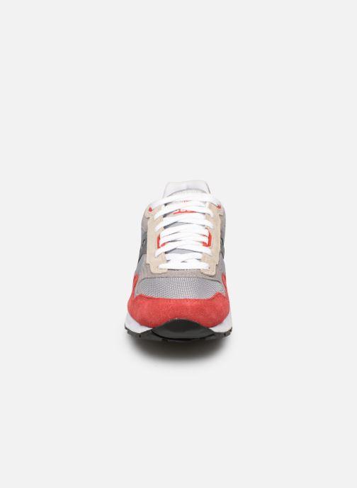 Sneakers Saucony Shadow 5000 Vintage Rosso modello indossato