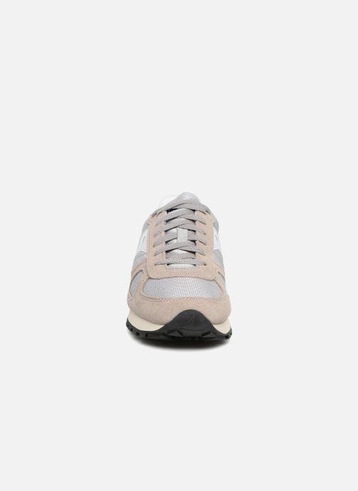 Sneakers Saucony Shadow Originals Vintage Grigio modello indossato