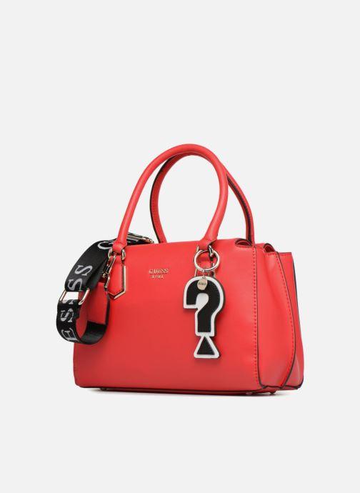 Bolsos de mano Guess Felix Small Girlfriend Stachel Rojo vista del modelo