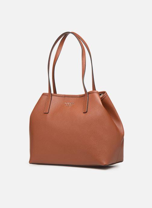 Handtaschen Guess Vikky Tote braun schuhe getragen