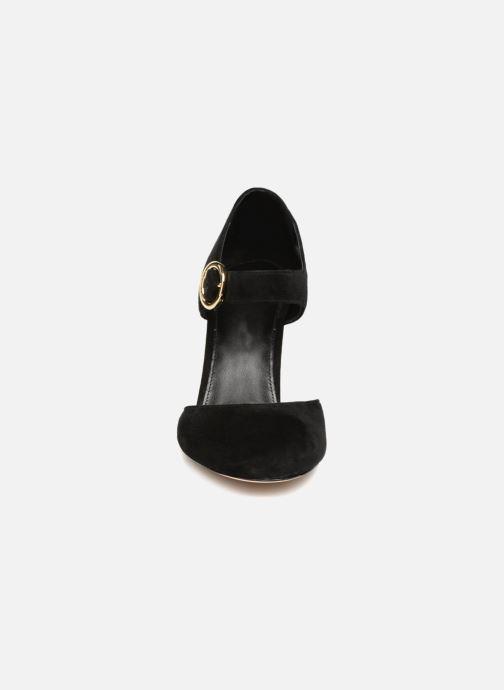 44e07b1fb99 Zapatos de tacón Michael Michael Kors Alana Closed Toe Negro vista del  modelo