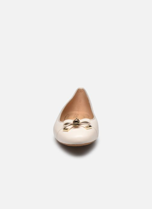 Ballerines Michael Michael Kors Alice Ballet Beige vue portées chaussures