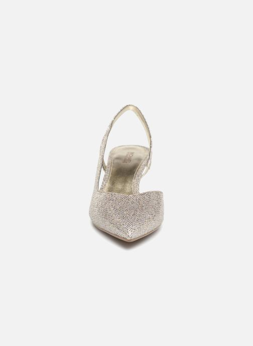Zapatos de tacón Michael Michael Kors Eliza Flex Kitten Pump Oro y bronce vista del modelo