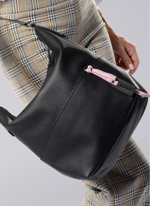 Handtaschen Esprit Faith Hobo schwarz ansicht von unten / tasche getragen