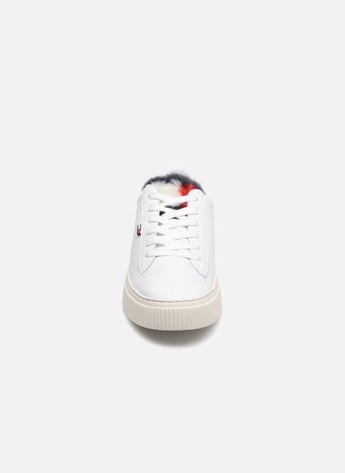 Baskets Tommy Hilfiger FUNNY FUR STAR SNEAKER Blanc vue portées chaussures