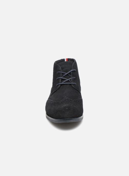 Bottines et boots Tommy Hilfiger DRESSY CASUAL SUEDE BOOT Bleu vue portées chaussures