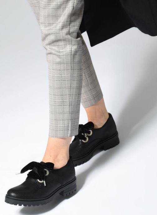 Chaussures à lacets Tommy Hilfiger METALLIC CLEATED SHOE Noir vue bas / vue portée sac