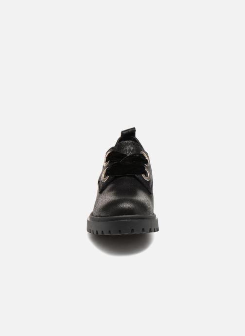 Chaussures à lacets Tommy Hilfiger METALLIC CLEATED SHOE Noir vue portées chaussures