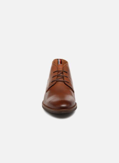 Bottines et boots Tommy Hilfiger ESSENTIAL LEATHER BOOT Marron vue portées chaussures